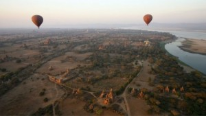sunset-cruise-in de-irrawaddy-rivier-in-bagan-