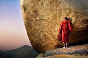 Golden Rock, biddende monnik