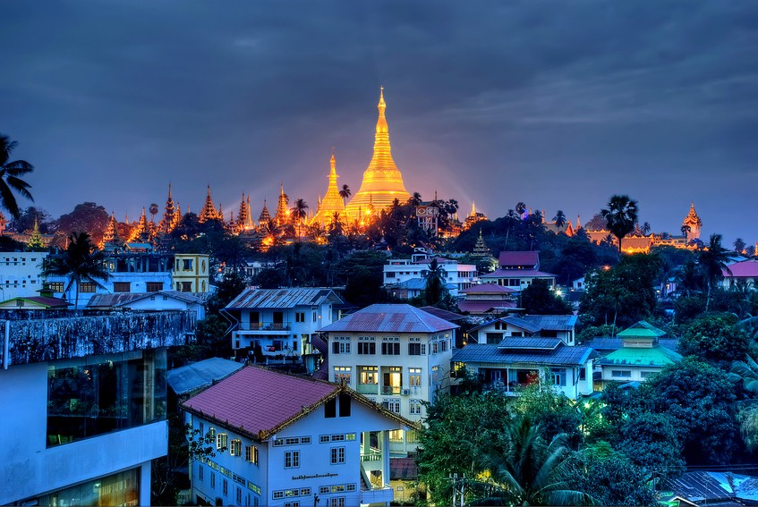 Yangon-in-de-nacht