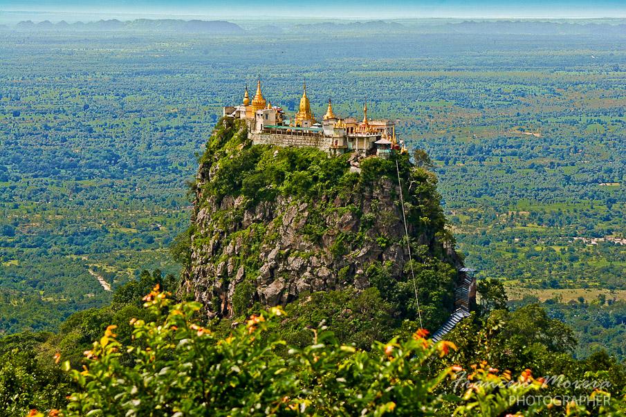 Mount_Popa_Taung_Kalat bezienswaardigheden Myanmar